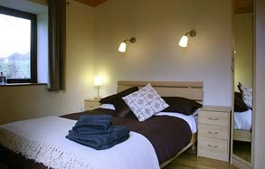 lon lodges bedroom