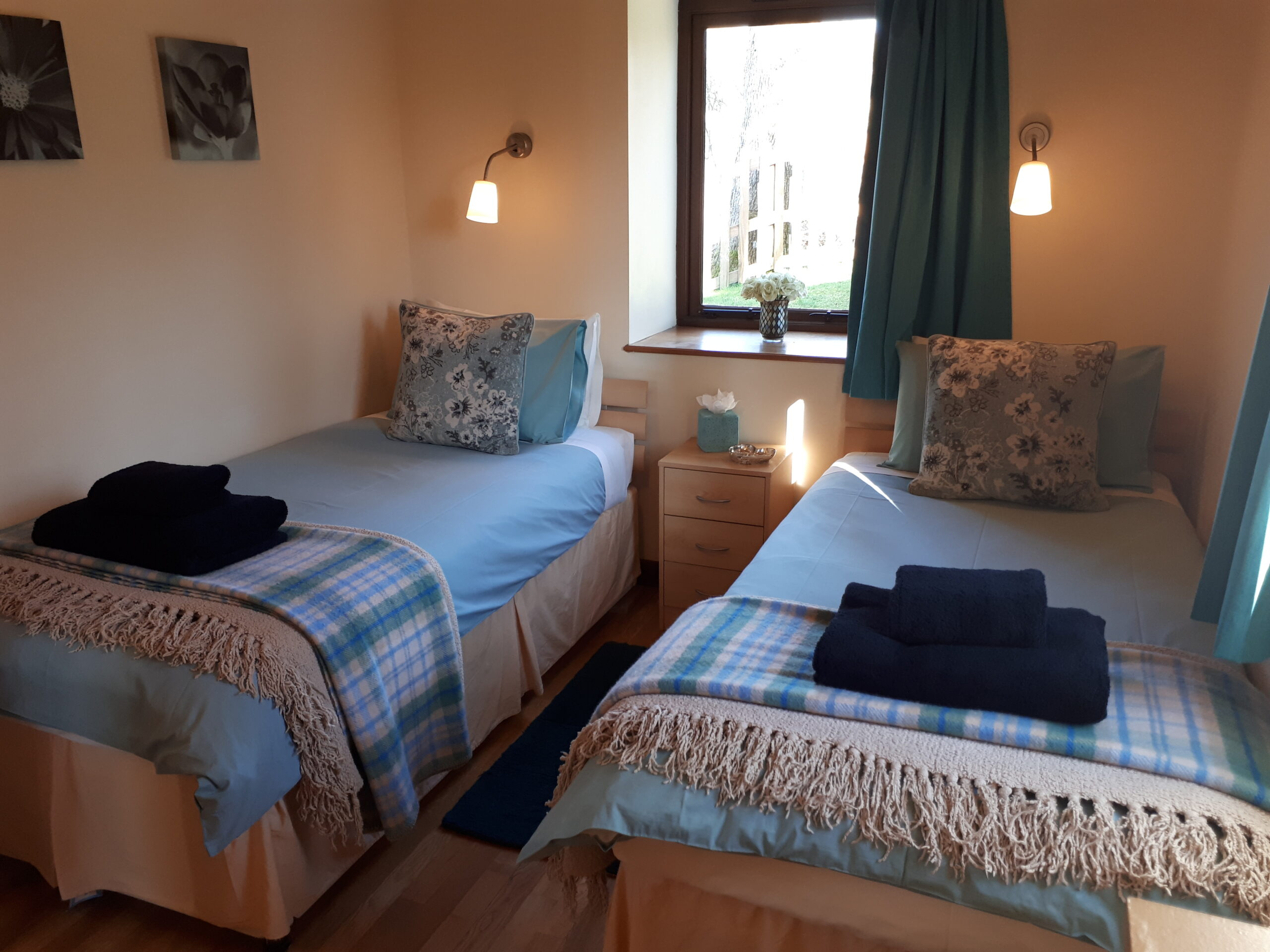 Twin bedroom in Ash Lodge and Sycamore Lodge